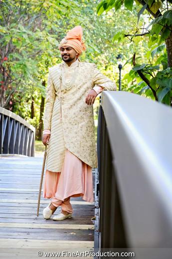 indian-groom-holding-sword