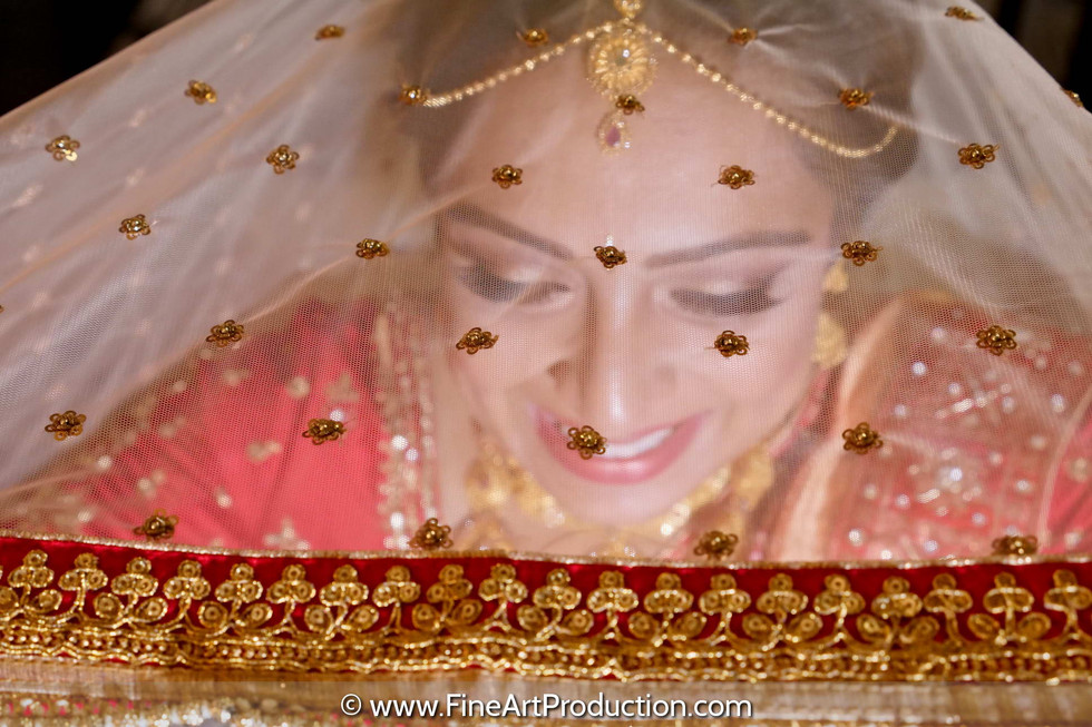 indian-bride-closeup-portrait-through-dupatta