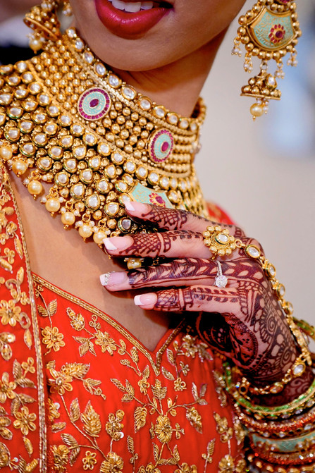 indian-bride-wearing-bridal-jewelry