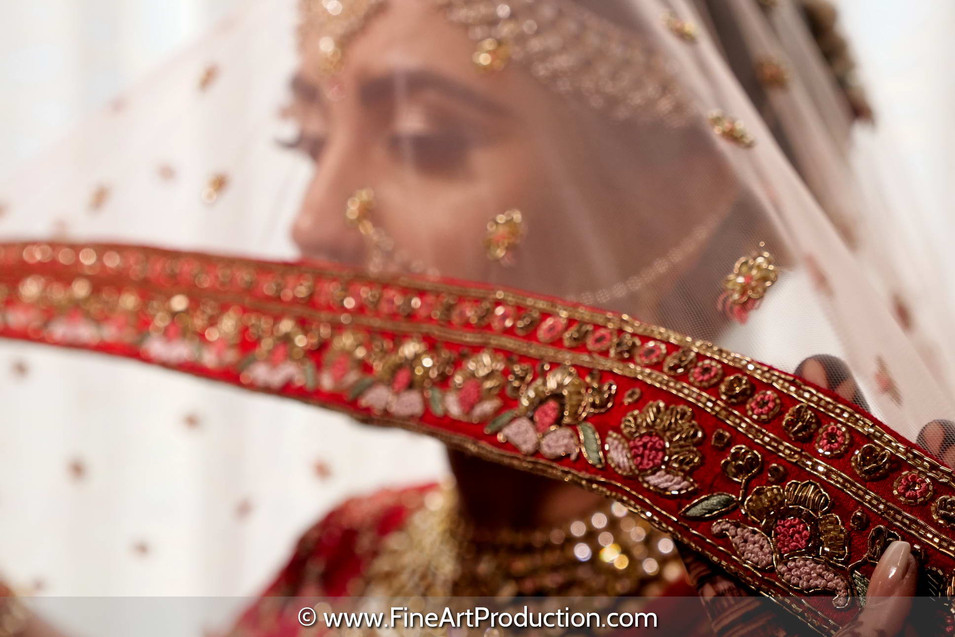 bride-with-dupatta-poses-getting-ready_2