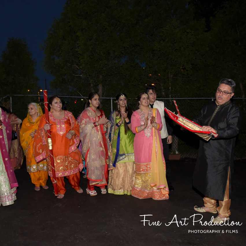 Indian-Wedding-Sangeet-Deewan-Fine-Art-Production_33