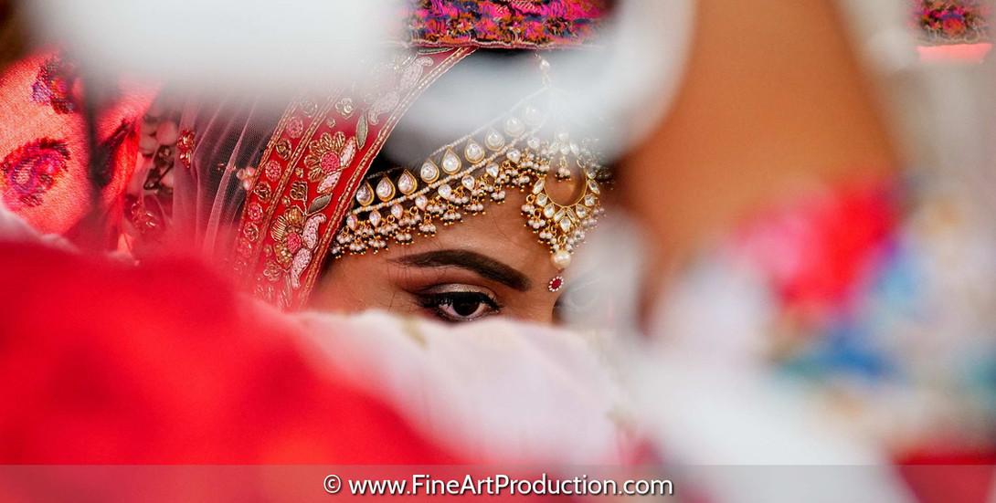 how-to-take-striking-candid-wedding-photographs