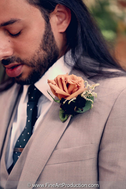 groom-getting-ready-for-wedding-day