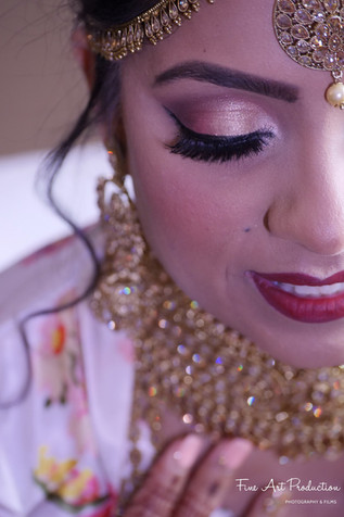 indian bride getting ready poses idea