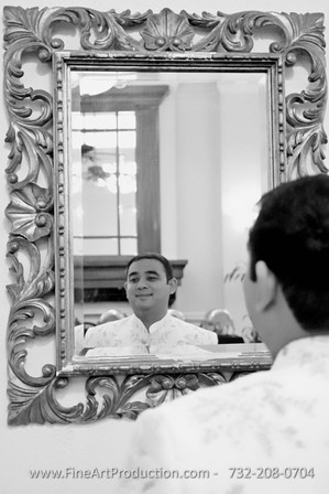 groom-alone-poses-wedding-day