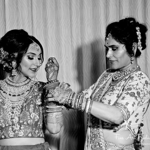 indian-bride-getting-ready-pictures_159.