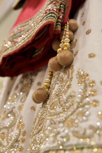 indian-bride-getting-ready-pictures_77.J