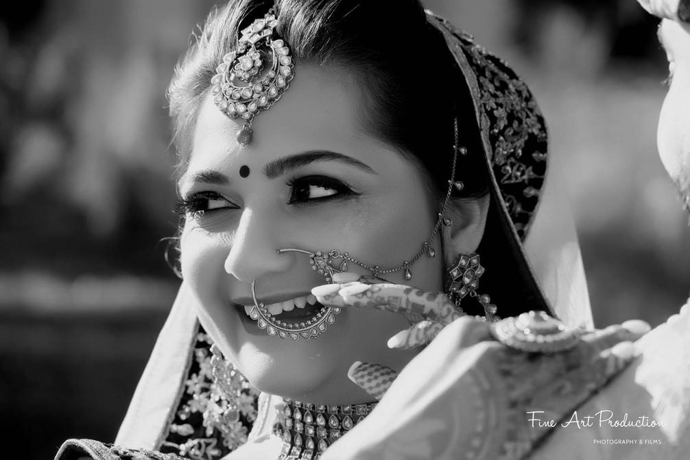 candid-black-and-white-bride