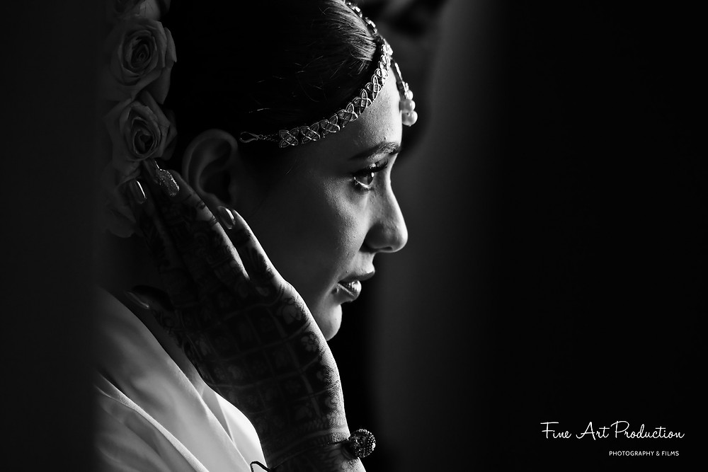 photo-journalistic-candid-black-and-white-bride