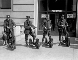 mailmen_on_scooters
