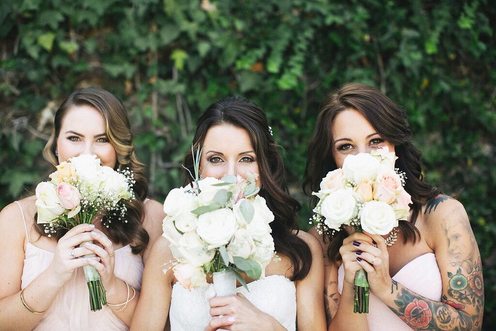 Dolce Vita events Bride and bridesmaids bouqueet design