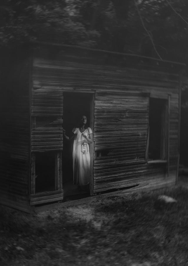 In Fear She Waits