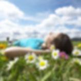 leto-pole-devushka-cvety.jpg