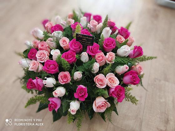 Cesto de  rosas en tonos rosa
