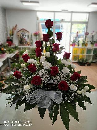 Centro de de rosas y lisianthus