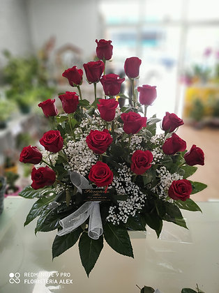Centro de 20 rosas de tallo largo en caja