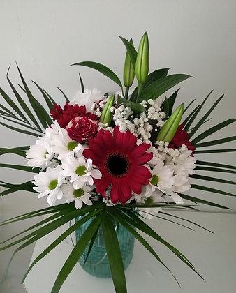 Bouquet en tonos rojos y blancos.