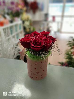 cubo de rosas.