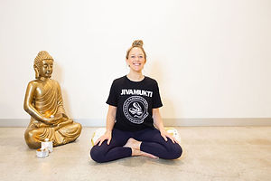 Director + Founder, Yoga Corner Melbourne. Since 2017, Amy Leonard-King has been offering Teacher Mentorship both in an intimate group setting and privately with teachers working 1:1 to hone their skills in this multifaceted art form. If you have a qualification to teach Yoga, but are feeling like you need more guidance, mentoring from an experienced teacher and feedback to guide you in your craft, working with Amy will offer you skills and guidance in the practical aspects of teaching Yoga classes to allow you to share these teachings uniquely and with true authenticity. .