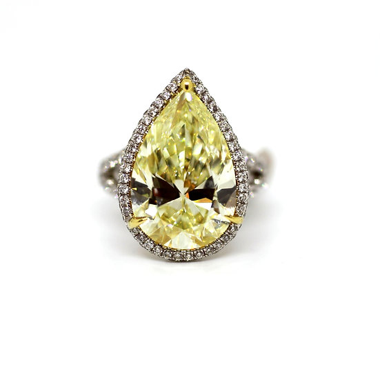 Pear Shape Engagement Diamond Ring