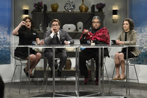 SNL Takes Aim at E! and Its Refusal to Evolve on the Red Carpet