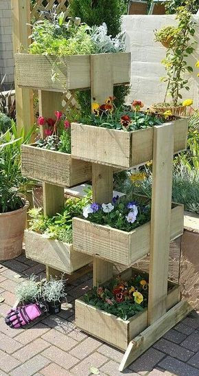 Simple Pallet Tiered Flower Boxes