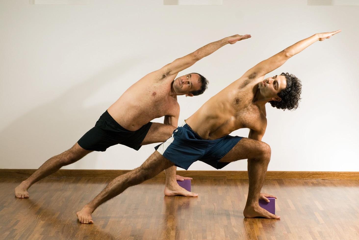 men-yoga-3264005_l.jpg