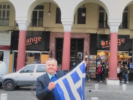 Ο Πρόεδρος του κόμματος ΔΑΝΕΙΟΛΗΠΤΩΝ -ΚΕΝΤΡΩΩΝ Γιώργος Μπαρτζώκης συγχαίρει τους διοργανωτές του συλ