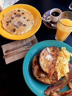 Pat's Cafè California dove mangiare brunch Eggs Benedict French Toast pancakes