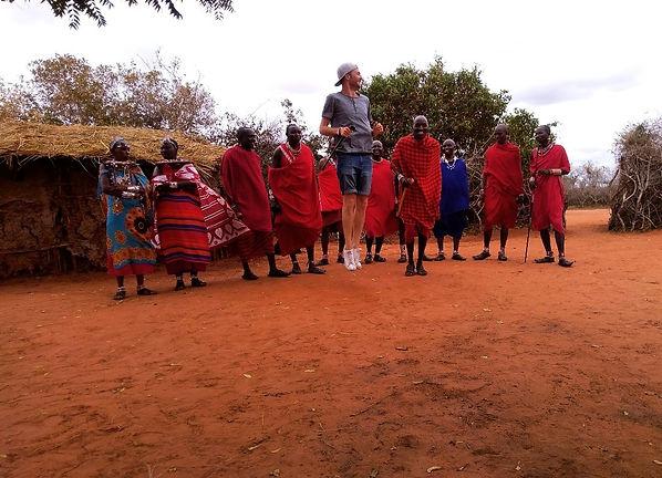 Kenya villaggio Masai danza tradizionale