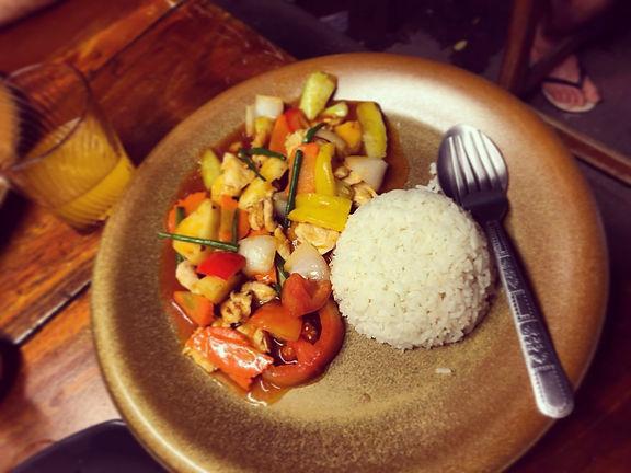 Thailandia cosa mangiare pollo ananas e peperoni