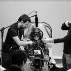 Kaya Rodrigues, como a Tenente Kaya, em seu cockpit no set de filmagem.