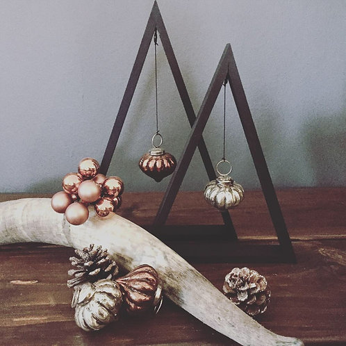 Sorte træ jultræer med antikke julekugler