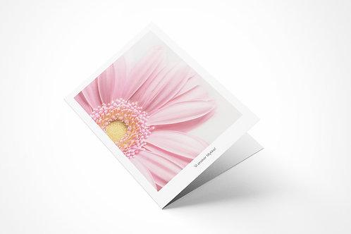 Lykønskningskort med lyserød blomst og tekst vi ønsker tillykke