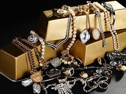 GettyImages-102070470  Junk jewelry.jpg