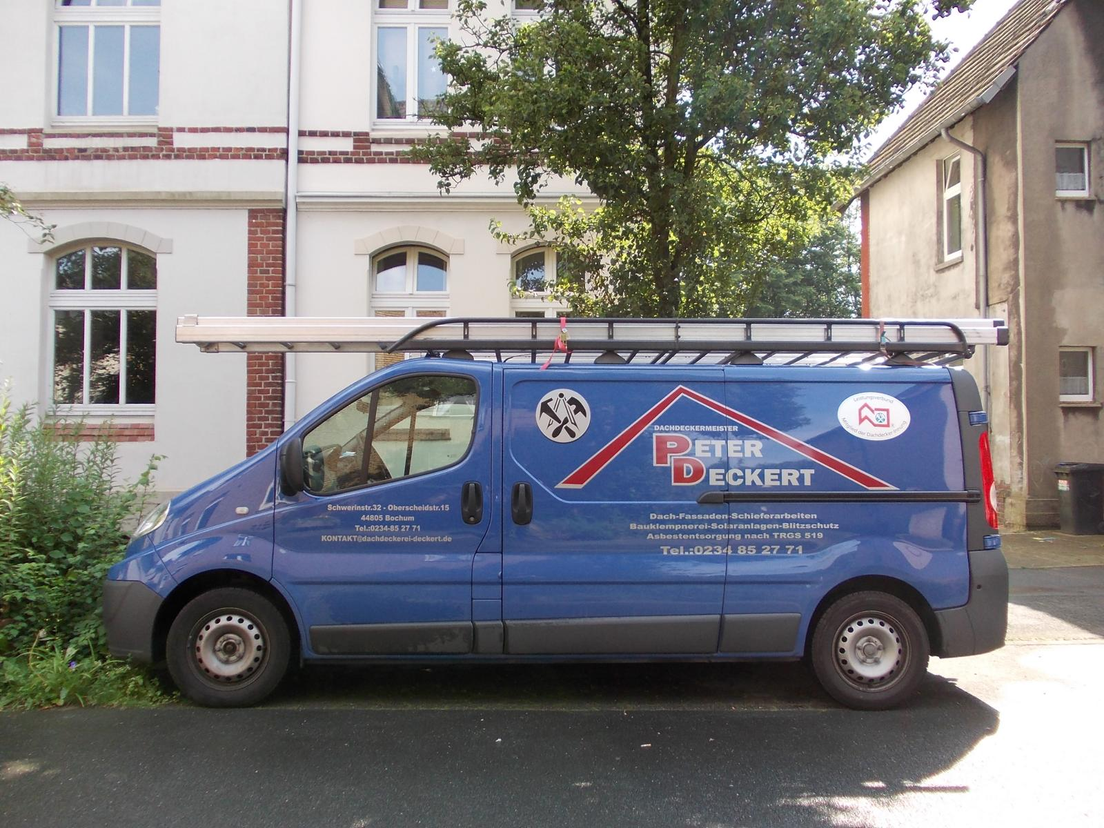 firmenfahrzeug dachdecker, firmenfahrzeug dachdeckerei deckert aus bochum, blaues firmenfahrzeug pet