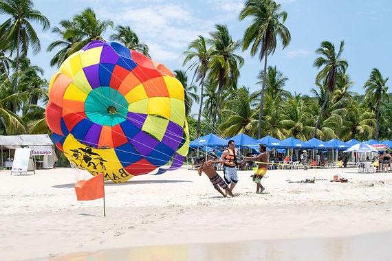 parasailing playa la ropa zihuatanejo mexico
