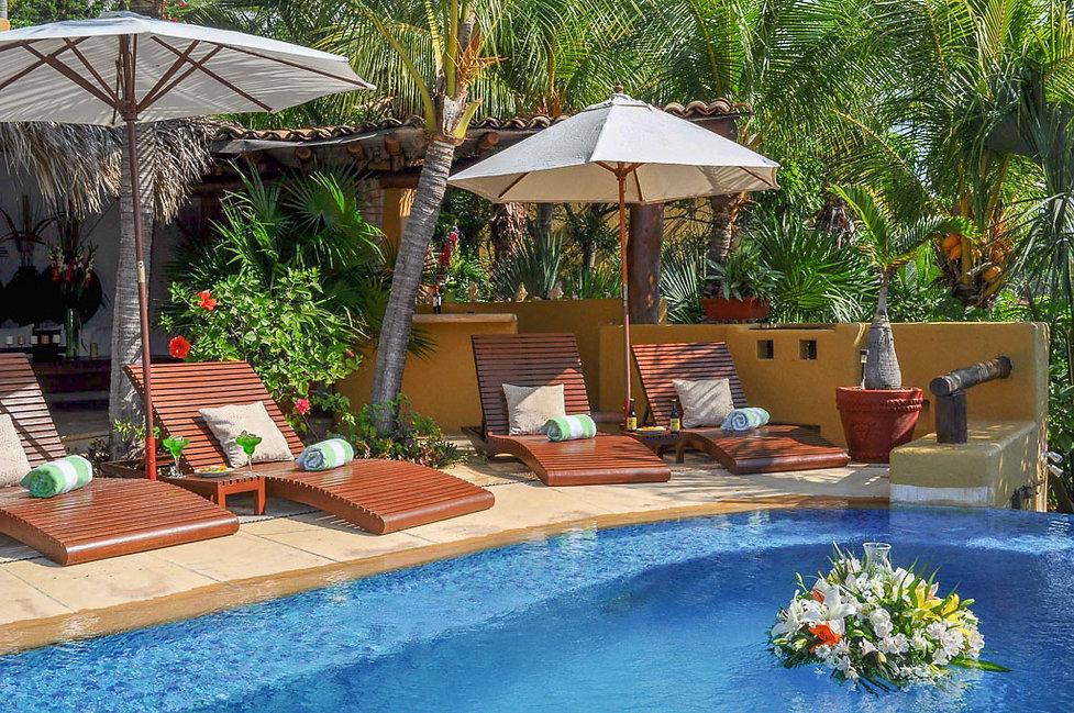 poolside villa encantada zihuatanejo mexico