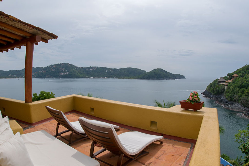 sky lounge villa encantada zihuatanejo mexico