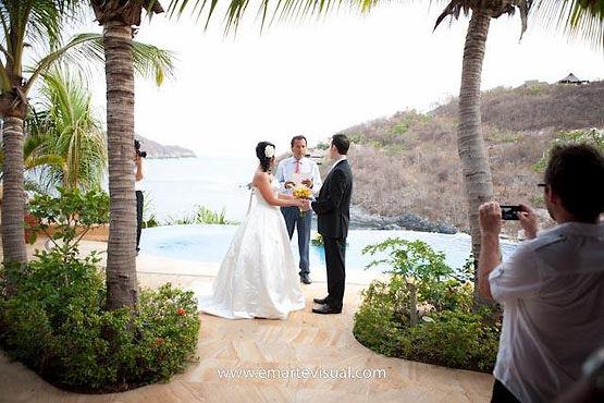wedding poolside zihuatanejo mexico