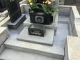 墓地の中の石貼り工事