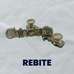 A Criarte design é fabricante de enfeite de metal, enfeite de metal para chinelo, enfeite personalizado para chinelo, rebite personalizado, rebite personalizado para chinelo e rebite para boné. Somos fabricantes e produzimos também enfeite de metal para bolsas, enfeite de metal para nécessaire e enfeite de metal para mochilas.