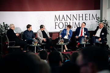 Schütz mit u.a. Prof. Scholz und CDU-Vorsitzender Kramp-Karrenbauer am 23. März 2019 in Mannheim.
