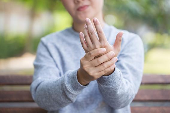 Hand Pain Specialist Dr Winnie Lim Khoo