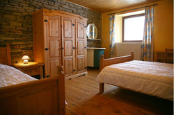 Maison_Fiche-Holiday-at-the-farm-104406-01-Neufchateau-bedroom-879058-1L.jpg