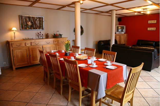 Maison_Fiche-Holiday-at-the-farm-104406-01-Neufchateau-dining-room-879072-1L.jpg