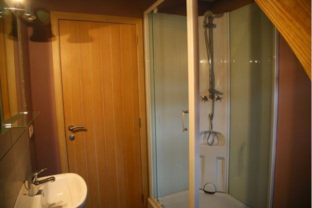 Maison_Fiche-Maisons-de-vacances-104406-04-Neufchateau-salle-de-bain-851513-1L.j