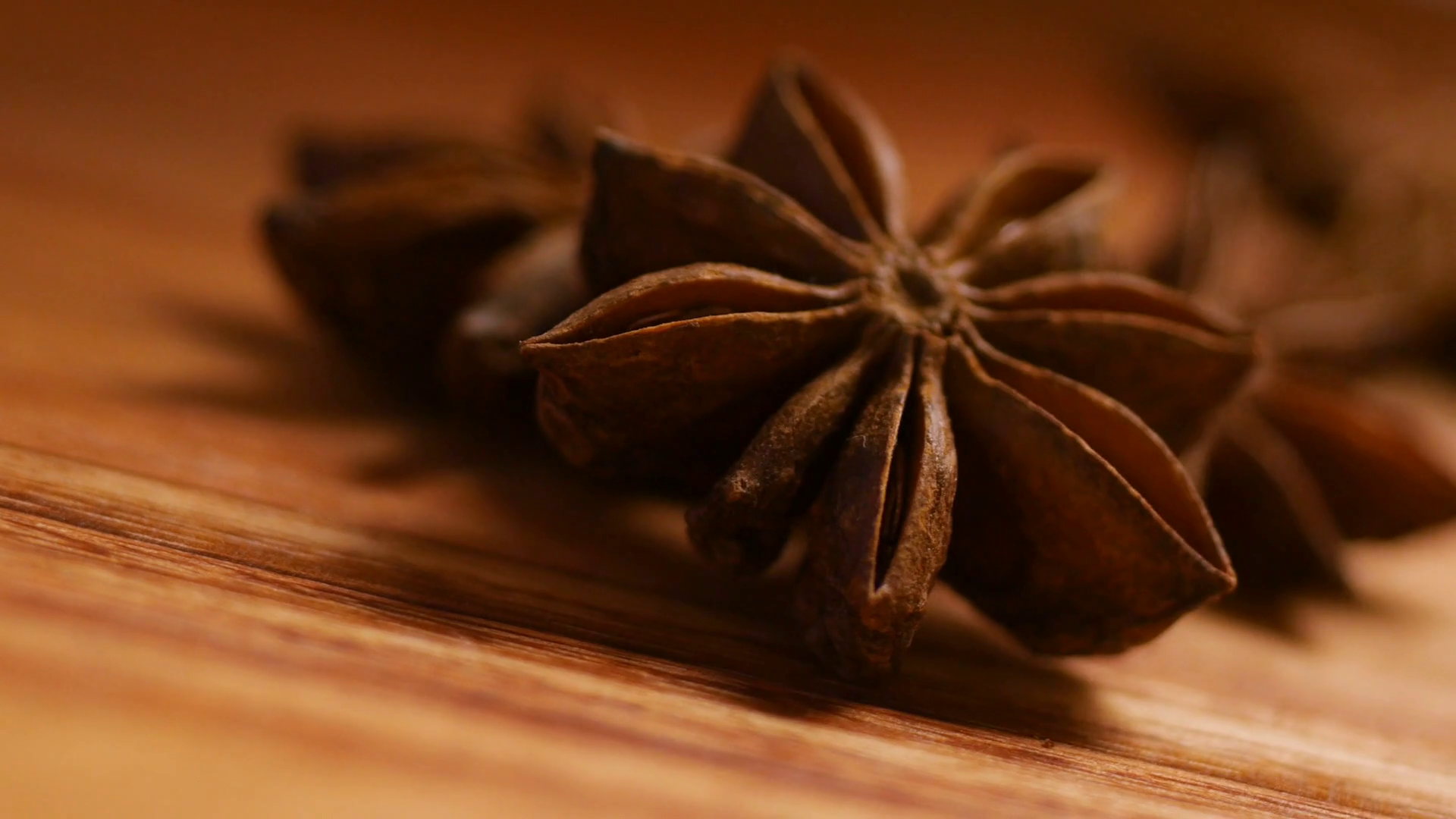 videoblocks-star-anise-close-up_rnivi2db