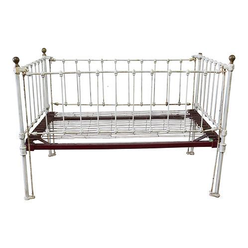 Bebe Iron Crib