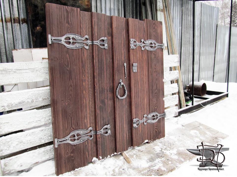 Кованый декор на дверь